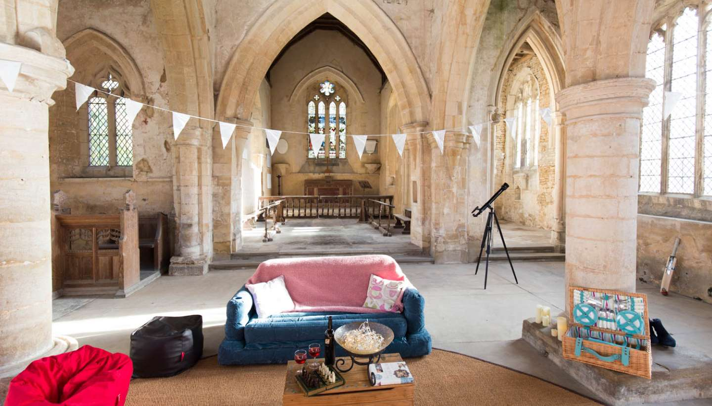 Inglaterra - sacred sleep camping england's churches