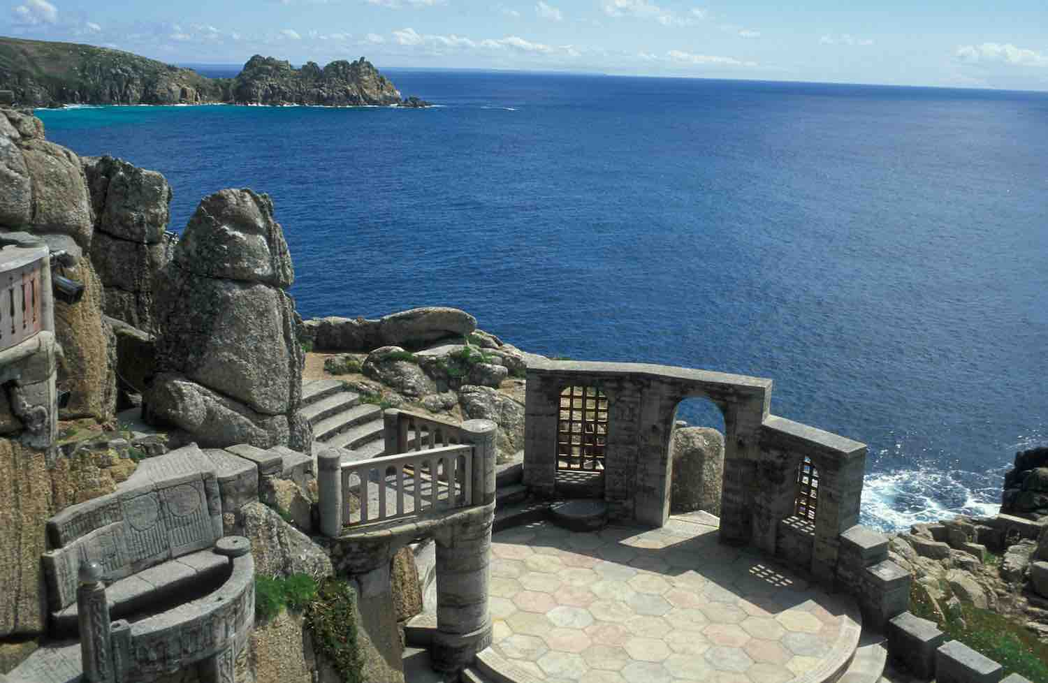 Inglaterra - The Minack Theatre, perched on the cliffs high above the Atlantic Ocean