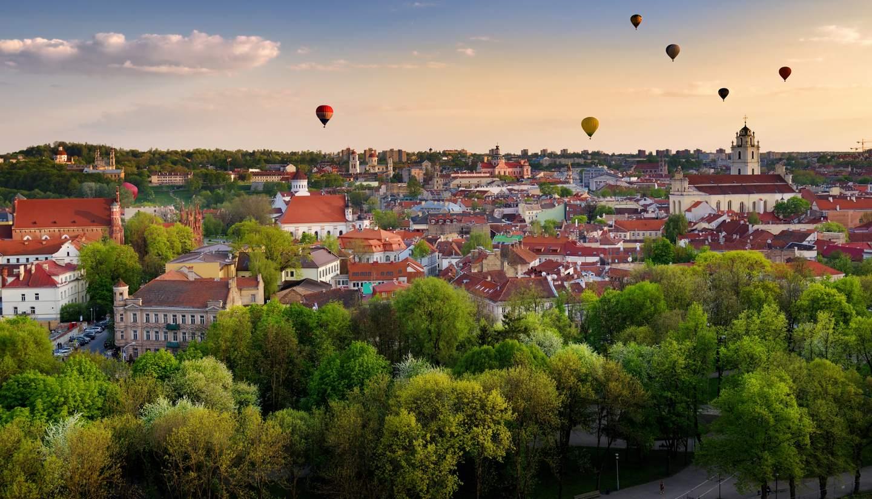 Lituania - Balloons over Vilnius, Lithuania