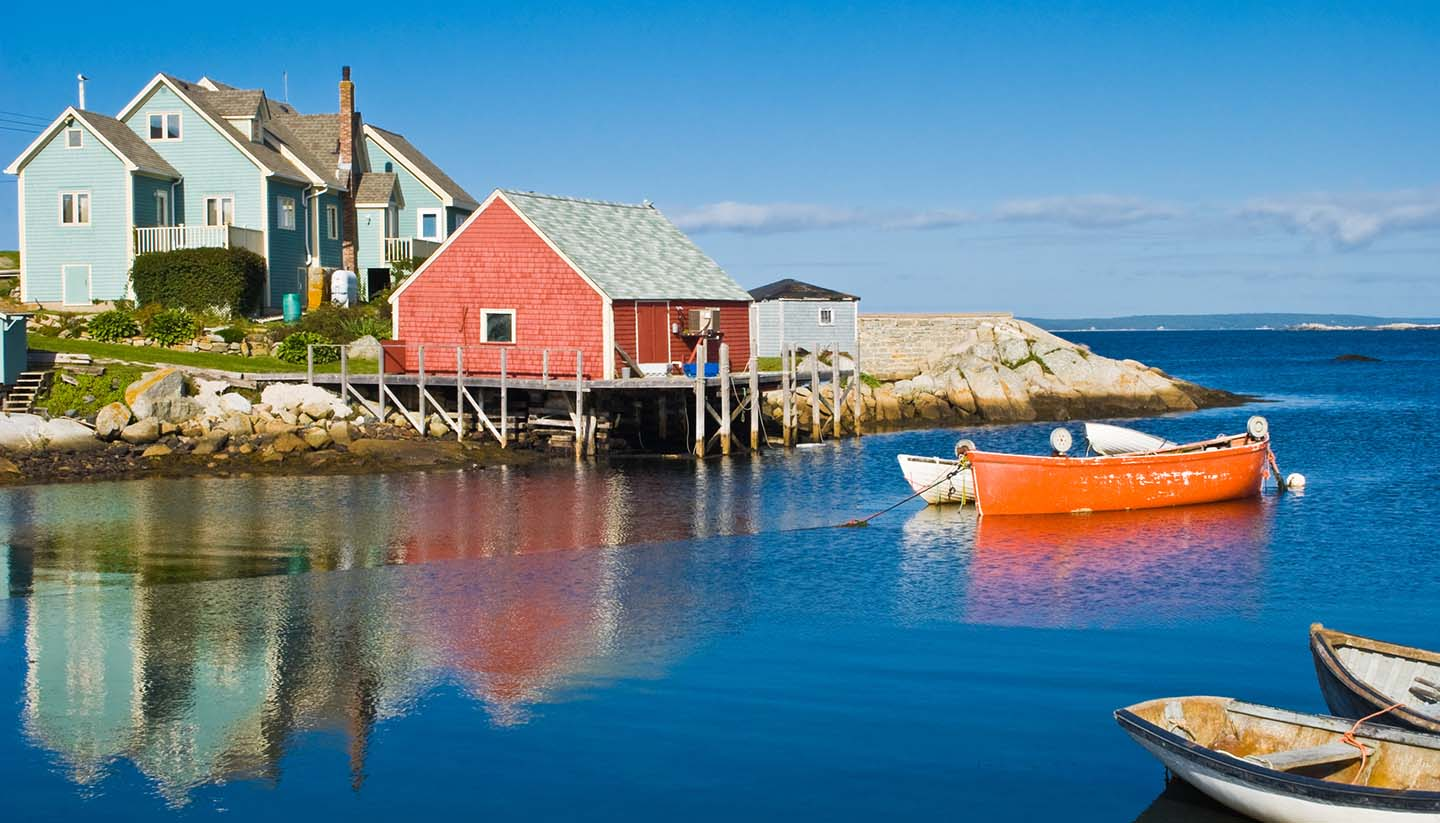 Canadá - Fisherman's house & boats, Nova Scotia