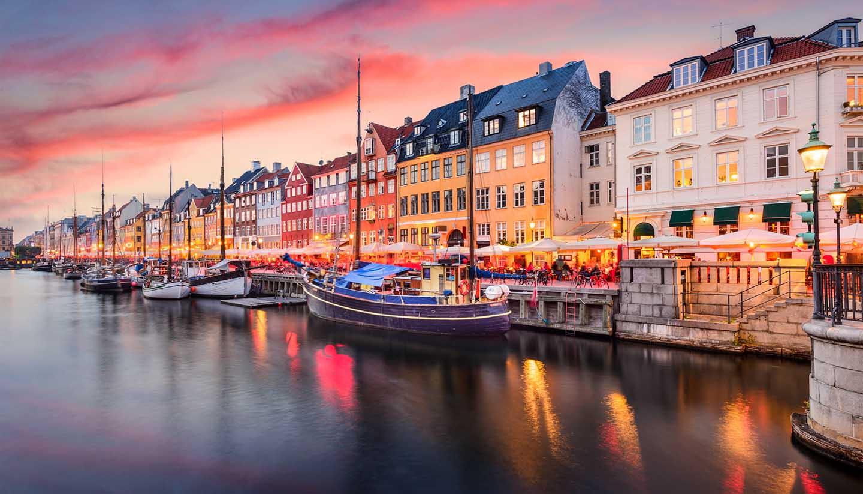 Dinamarca - Nyhavn Canal Copenhagen, Denmark