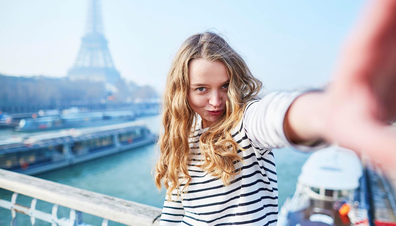 París - Selfie Near Eiffel tower, Paris