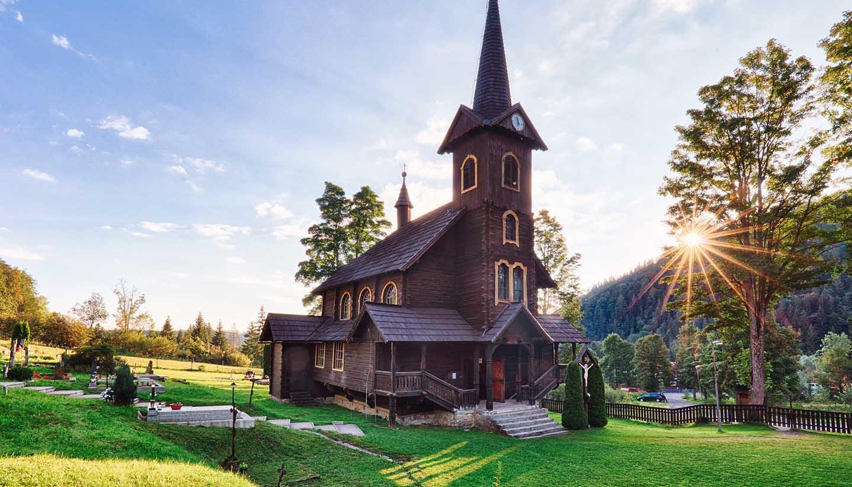 Eslovaquia - Wooden church at Tatranska, Slovakia