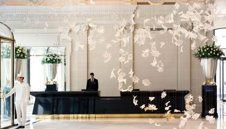 París - oth-Lasvit sculpture, Peninsula Paris-Check into Hotel-1440x823