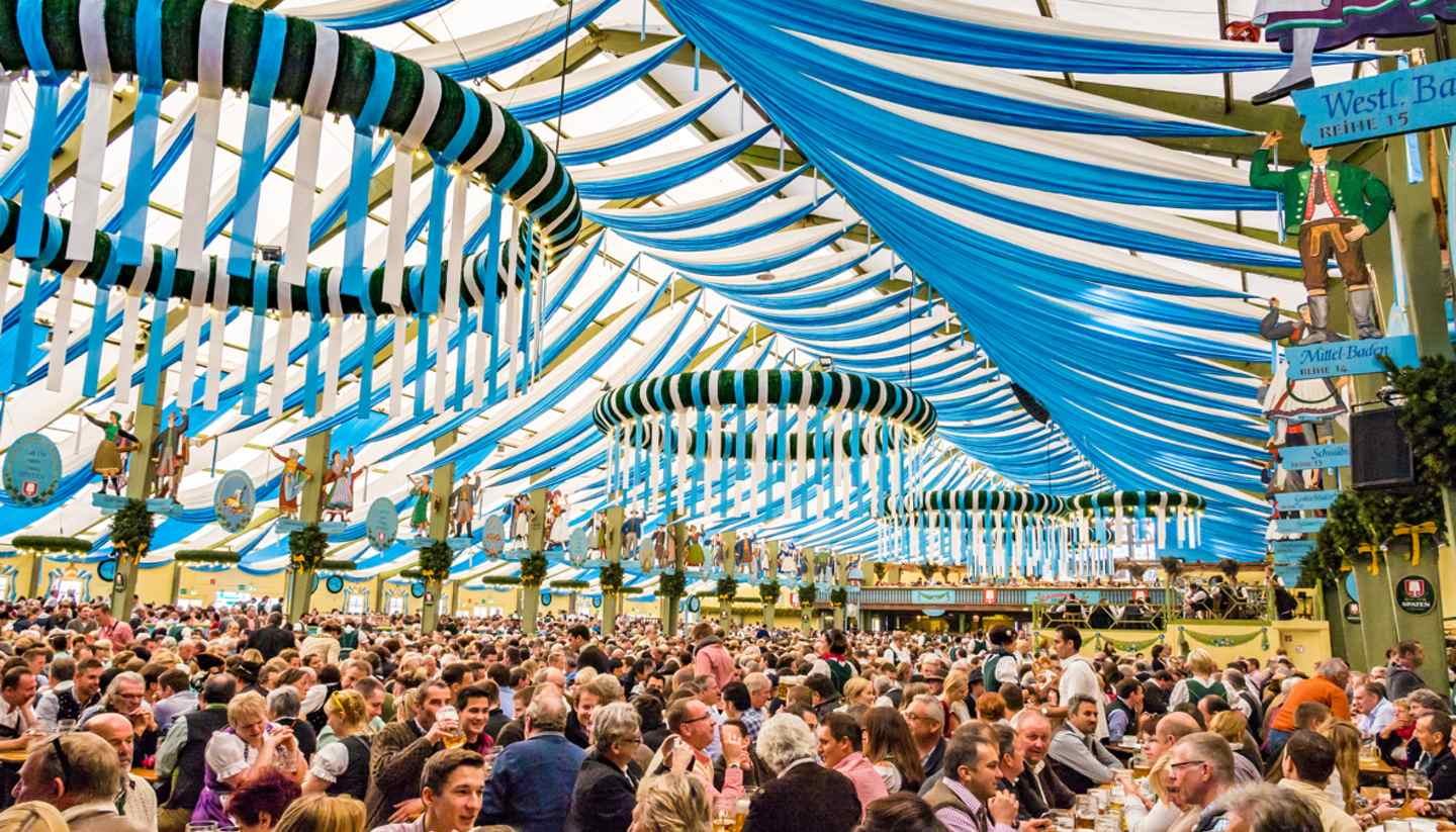 Múnich - shu-germany-munich-oktoberfest-ochsenbratereitent-editorial-701224141-TakashiImages-1440x823-hero